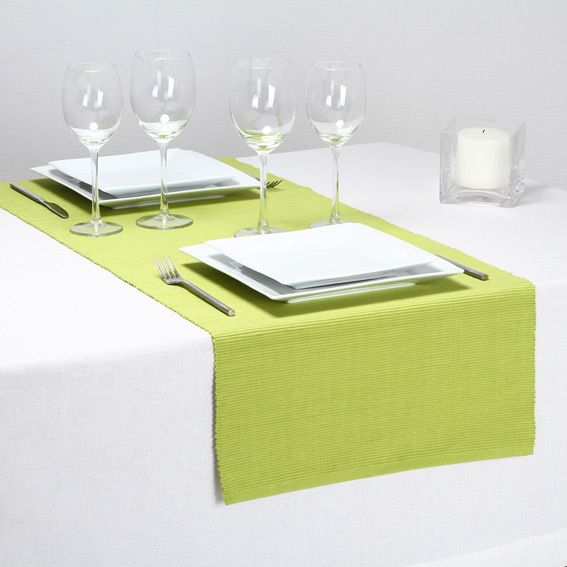 chemin de table cotel vert anis chemin de table eminza. Black Bedroom Furniture Sets. Home Design Ideas