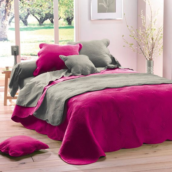 couvre lit matelass boutis fuchsia couvre lit boutis. Black Bedroom Furniture Sets. Home Design Ideas