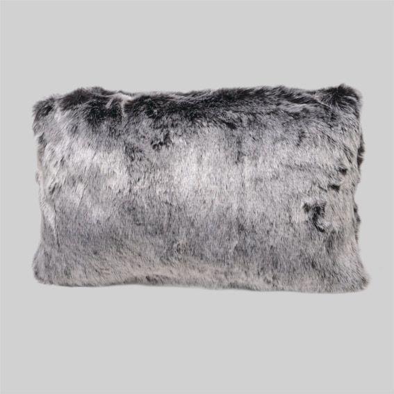 coussin imitation fourrure loup gris coussin et housse de coussin eminza. Black Bedroom Furniture Sets. Home Design Ideas