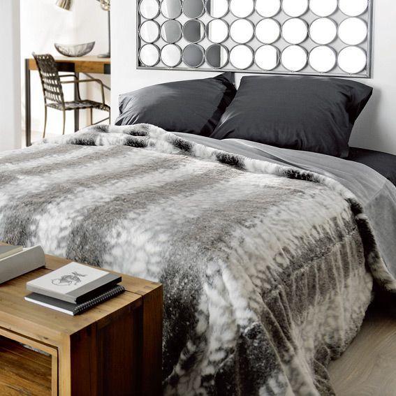 couvre lit 250 x 260 cm imitation fourrure loup couvre lit boutis eminza. Black Bedroom Furniture Sets. Home Design Ideas