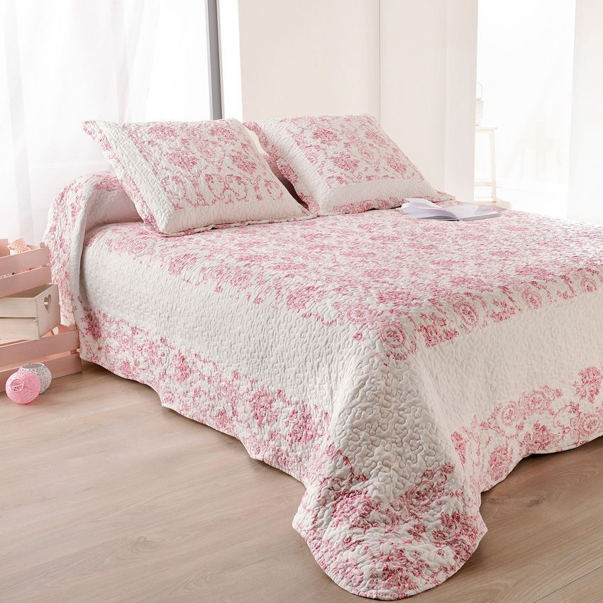 boutis et taies d 39 oreiller 250 x 260 cm toile de jouy rose couvre lit boutis eminza. Black Bedroom Furniture Sets. Home Design Ideas