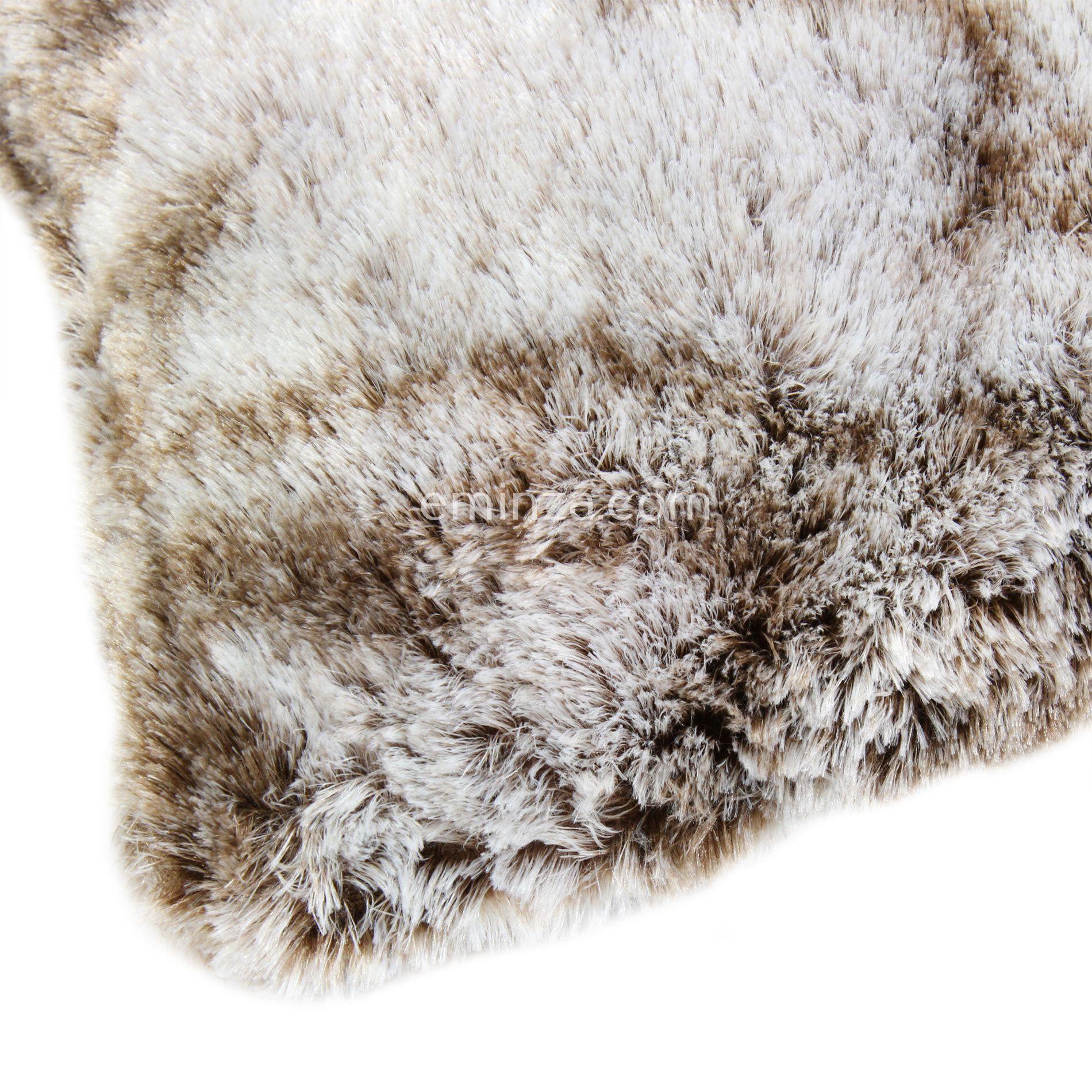 coussin fausse fourrure ours taupe coussin et housse de. Black Bedroom Furniture Sets. Home Design Ideas