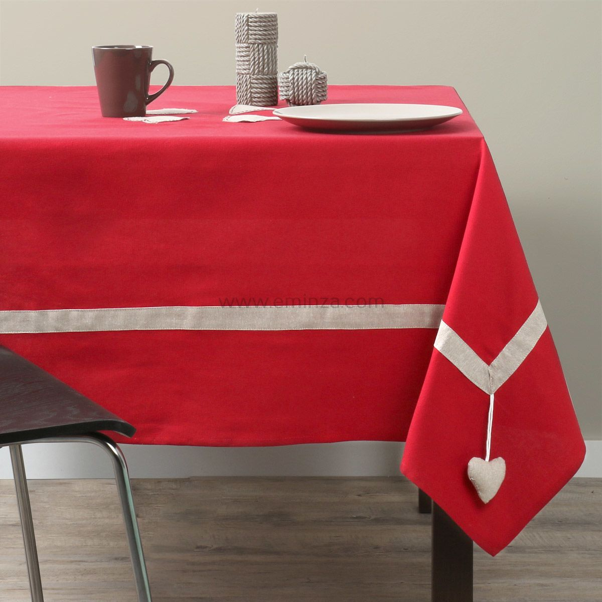 nappe rectangulaire l250 cm joliesse rouge nappe de table eminza. Black Bedroom Furniture Sets. Home Design Ideas