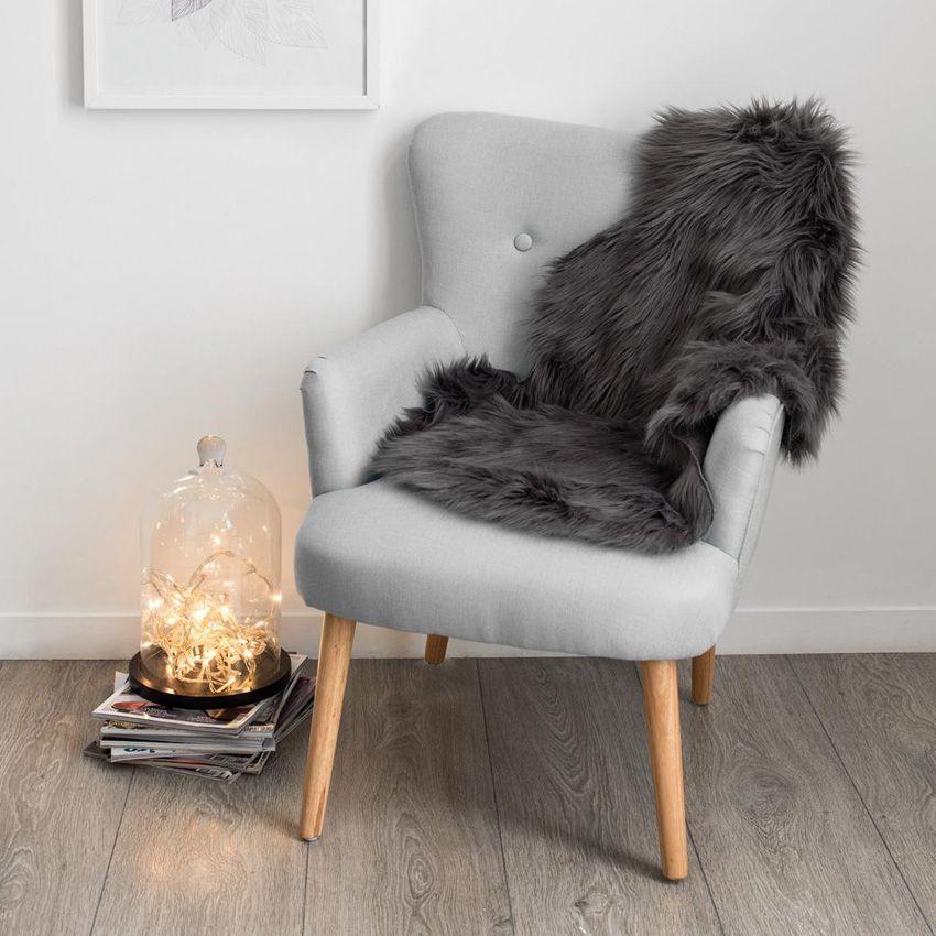 tapis peau de b te 90 cm imitation fourrure gris tapis pour la maison eminza. Black Bedroom Furniture Sets. Home Design Ideas