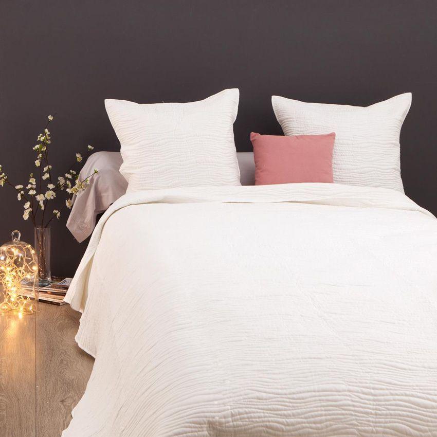 boutis et taies d 39 oreiller 240 x 260 cm stitch ivoire couvre lit boutis eminza. Black Bedroom Furniture Sets. Home Design Ideas