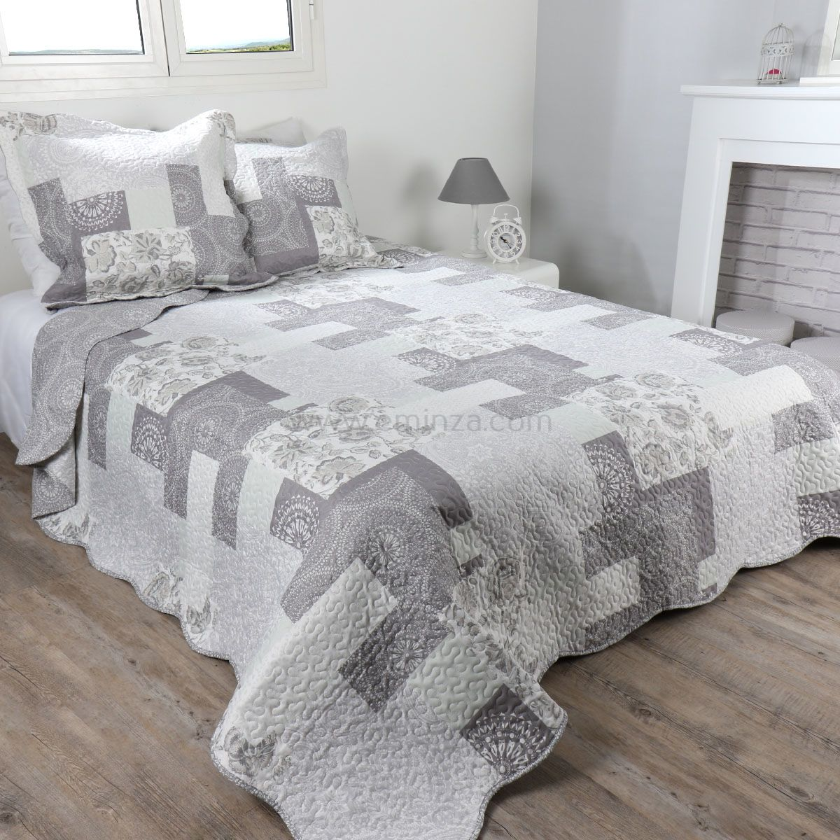 boutis et taies d 39 oreiller 220 x 240 cm shelby gris couvre lit boutis eminza. Black Bedroom Furniture Sets. Home Design Ideas