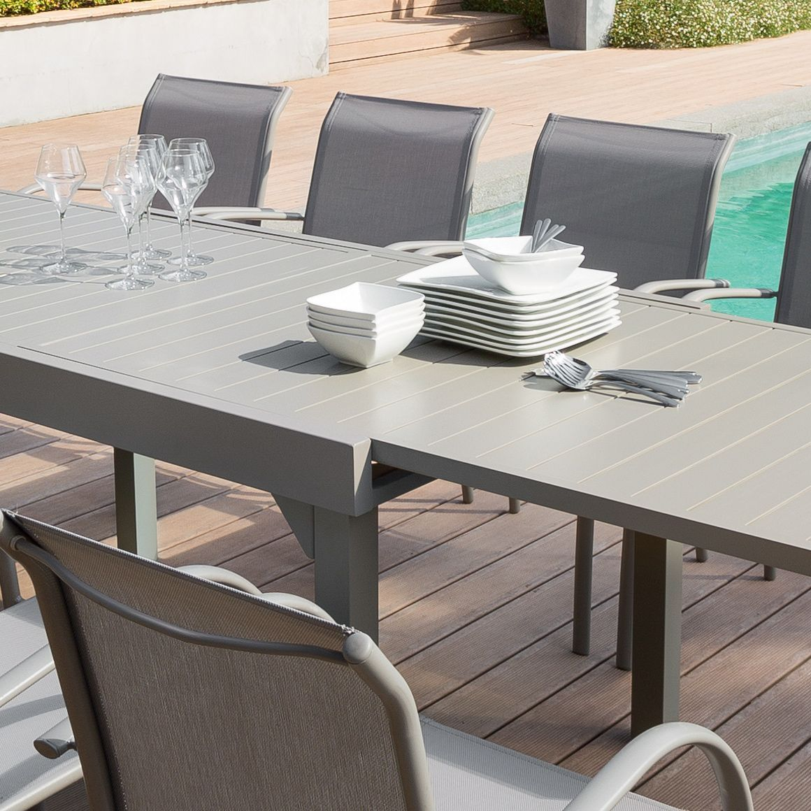 table de jardin extensible aluminium piazza max 300 cm taupe table de jardin eminza. Black Bedroom Furniture Sets. Home Design Ideas