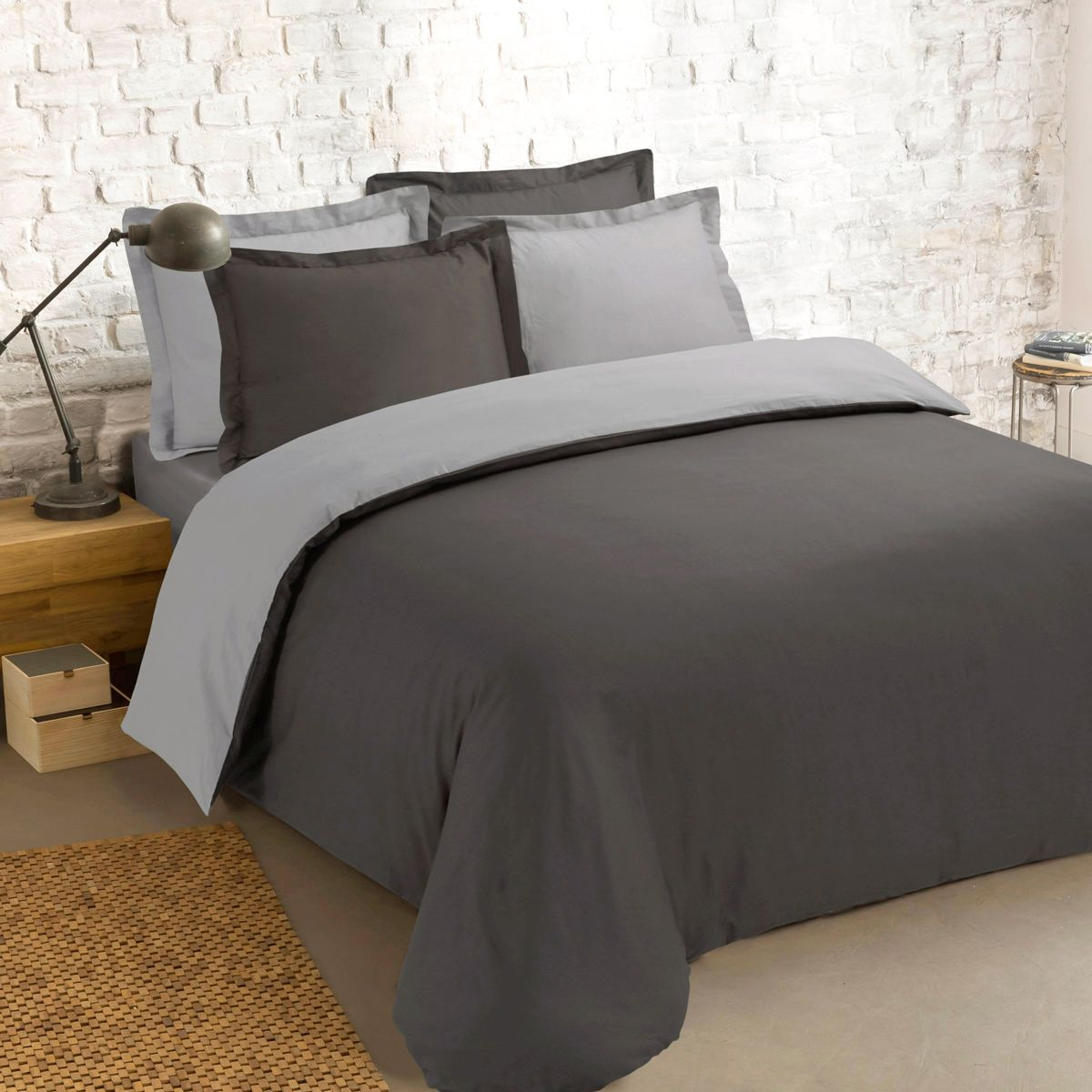 housse de couette et deux taies 200 cm bi color anthracite et gris housse de couette eminza. Black Bedroom Furniture Sets. Home Design Ideas