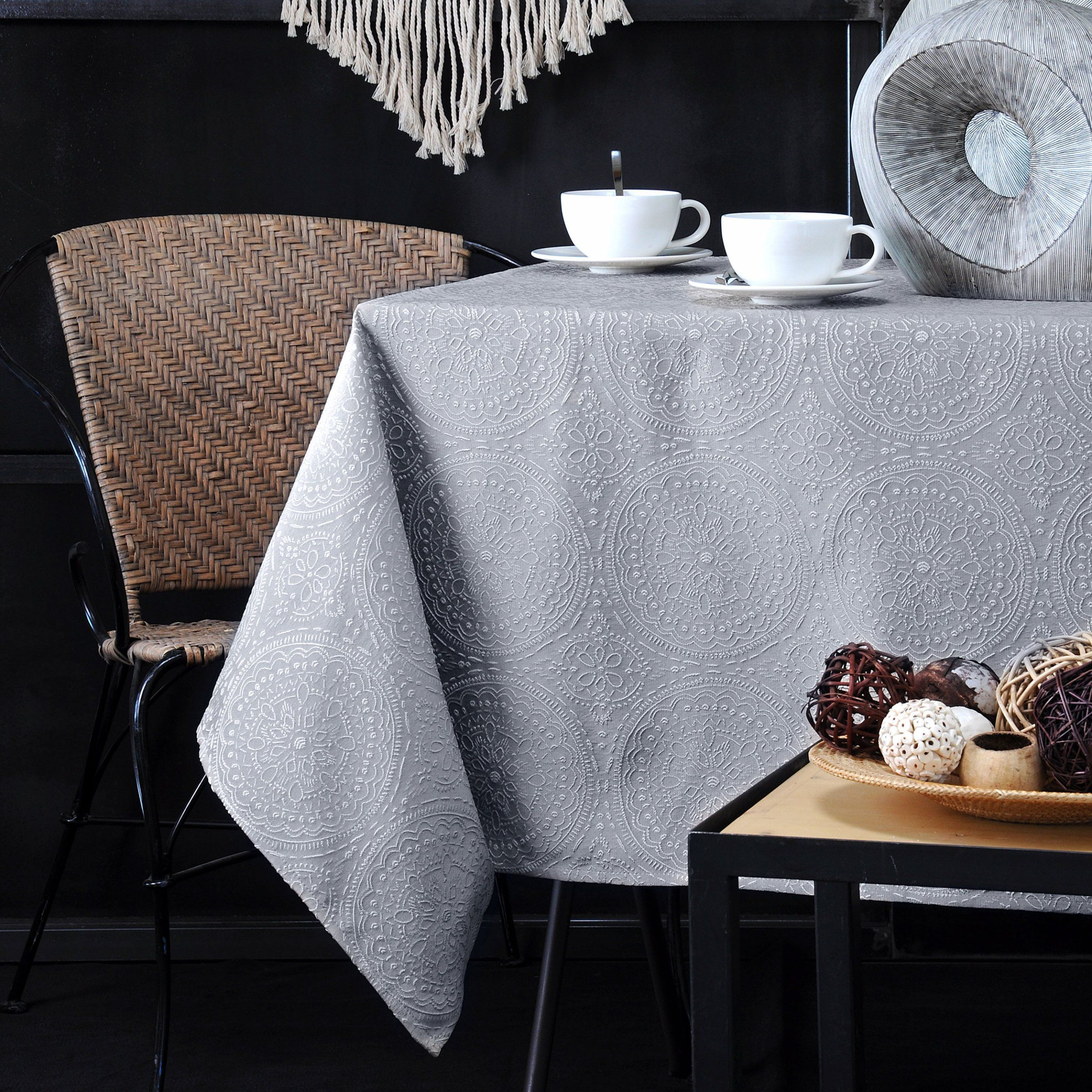 Nappe rectangulaire 240 cm kolam gris perle nappe de table eminza - Chemin de table gris perle ...