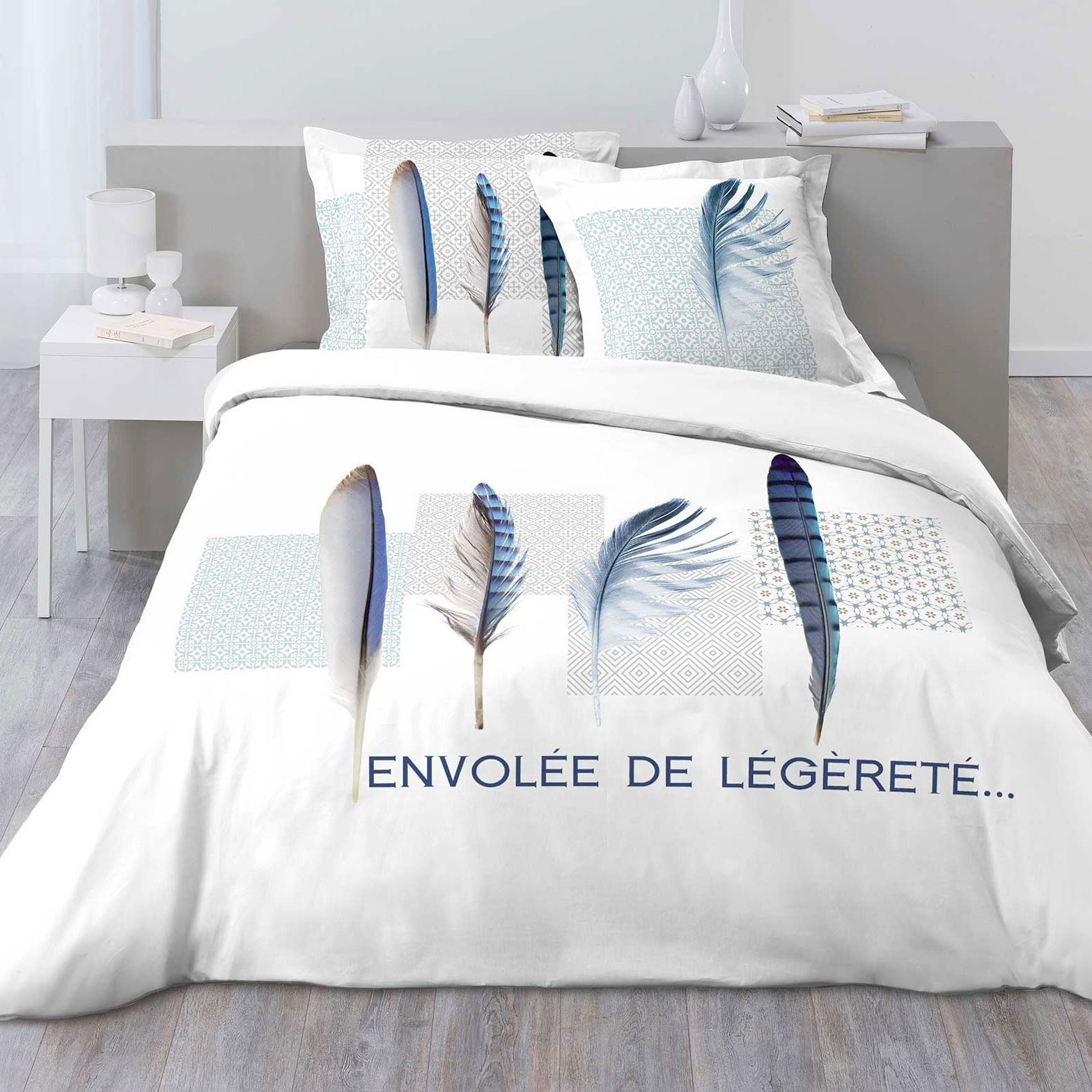 housse de couette et deux taies blue plume 100 coton 240 cm bleu clair housse de couette. Black Bedroom Furniture Sets. Home Design Ideas