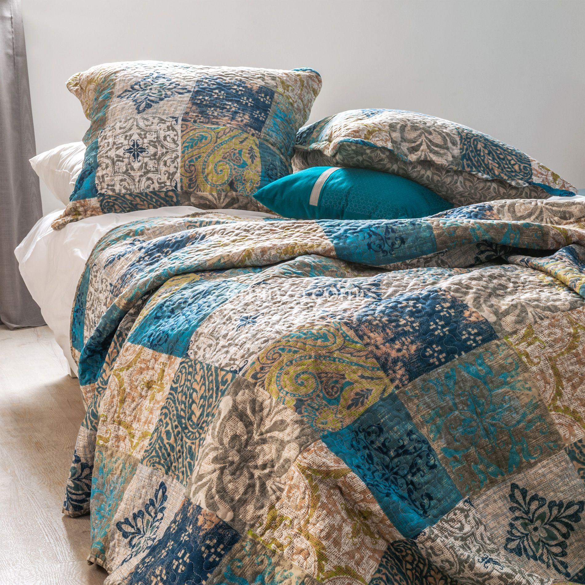 boutis et taies d 39 oreiller 220 x 240 cm bastetti bleu. Black Bedroom Furniture Sets. Home Design Ideas