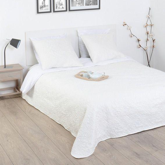 boutis et taies d 39 oreiller 220 x 240 cm arabesque ivoire eminza. Black Bedroom Furniture Sets. Home Design Ideas