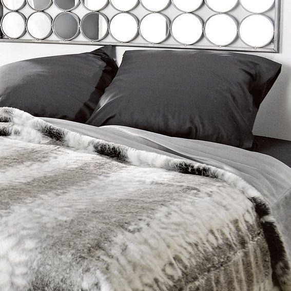 couvre lit 250 x 260 cm imitation fourrure loup linge de lit eminza. Black Bedroom Furniture Sets. Home Design Ideas