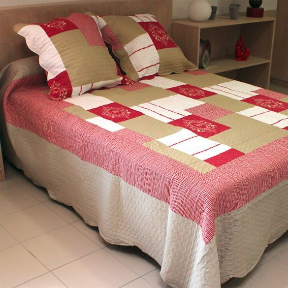 boutis et taies d oreiller l250 cm antibes rouge eminza. Black Bedroom Furniture Sets. Home Design Ideas