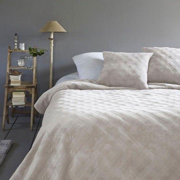 boutis et taies d 39 oreiller 240 x 260 cm lyriade lin couvre lit boutis eminza. Black Bedroom Furniture Sets. Home Design Ideas