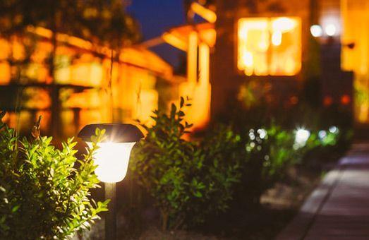 Décoration lumineuse solaire : Un peu de magie sur votre terrasse et dans le jardin !