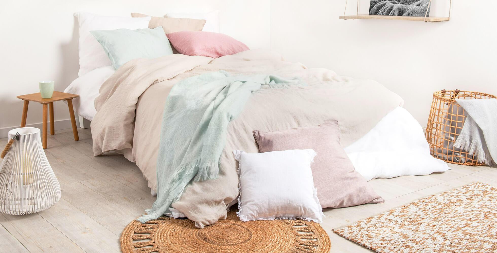 decoración de dormitorio con ropa de cama de lino