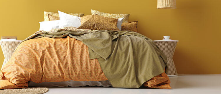 Dormitorio amarillo ocre