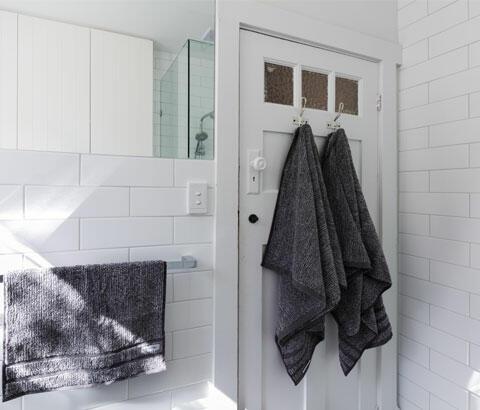 salle de bain carreaux métro blanc